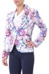 Комбинация от класическо сако и тесен панталон
